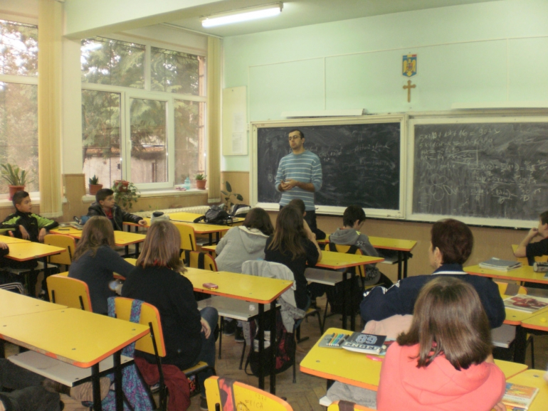Discussion session in School Nicolae Titulescu Cluj-Napoca on delinquency and crime